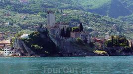 Замок Скалигеров в г. Мальчезине на озере Гарда, 13 век