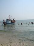 прогулочный катерок у пляжа ( курсировал от Кранево до Албены  и обратно)