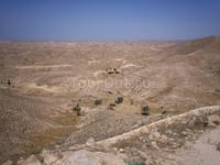 Знаменитый лунный пейзаж по дороге в Дуз. Каменистая Сахара