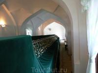 На северной стороне холма Афрасиаб, рядом с целебным источником, у старой стены находится мавзолей Ходжи Данияра. Согласно легендам, Ходжа-Данияр был сподвижником родственника Пророка Кусам ибн Аббаса
