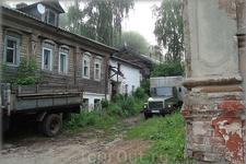 старые дома - старые автомобили