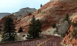 Извилистая живописная дорога проходит в окружении красивых могучих скал различных цветов от светло-бежевого до темно-красного, а местами сиреневого оттенка ...