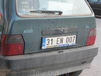 вроде бы на Кипре и движение левостороннее, а номера турецкие :))