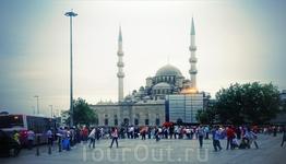 И вот мы в Стамбуле - под боком орут сирийские беженцы и звук молитвы из каждой мечети - клаассс)))