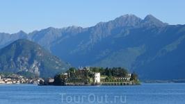 Isola Bella – один из Борромейских островов озера Маджоре. В 1632 году Карл III из семейства Борромео приступил к строительству на острове роскошной загородной резиденции. Это был подарок для его жены
