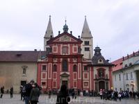 Следующий пункт осмотра - базилика святого Иржи. Базилика — наиболее хорошо сохранившийся памятник архитектуры романской эпохи в Праге, а также во всей ...