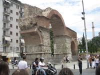 Старая арка в городе