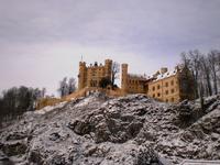 Замок Хоэншвангау (нем. Schloß Hohenschwangau) расположен в Германии, неподалеку от городка Фуссен (нем. Füssen), что в Баварии. Расположен всего в нескольких ...