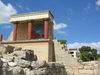 А вот и Кносс - резиденция царя Миноса и основной центр власти на Крите.