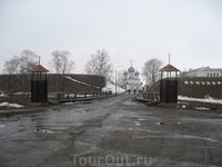 Вход в Белозерский кремль. Мост через крепостной ров.