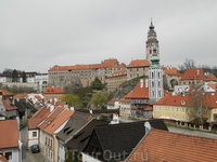 Вид на замок из центра города
