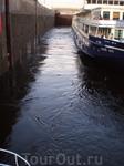 Второй шлюз Куйбышевской ГЭС. Вода бурлит...