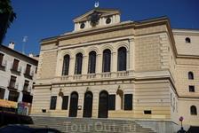 Театр Рохас (Teatro de Rojas), названный в честь толедского драматурга 17 века Франциско де Роха, самое знаменитое произведение Фернандо де Рохаса, писателя ...