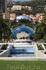 Отражение  казино в фонтане