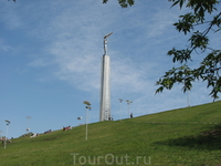 """Памятник """"Паниковскому"""" на площади Славы. Этот памятник, расположенный аккурат перед зданием правительства Самарской области символизирует Самару - как ..."""
