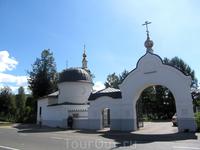 часовня и вход на кладбище