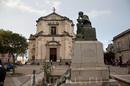 Стило. Центральная площадь Карновале и церковь Сан Франческо ди Минори (Chiesa di San Francesco dei Minori)