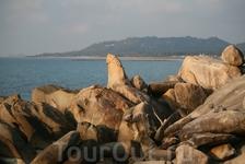 Местная достопримечательность - скала Дедушка, пляж Ламай.