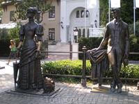 Памятник &quotАнтон Чехов и дама с собачкой&quot