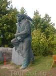 а это уже памятник писателю Юханы Смуулу (так он переделал свою настоящую фамилию Шмуль), который родился на острове Муху