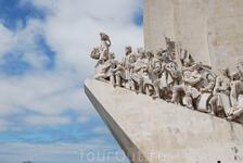 Фрагмент памятника первооткрывателям.