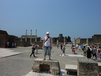 На развалинах Помпеи..