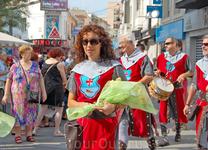 Праздничное шествие в Бенидорме.