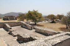 По предположениям археологов, за этими стенами находились жилые постройки.