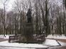 Памятник композитору Глинке. Расположен в парке Блонье, возле другого входа.