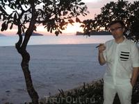 И еще в такой красоте очень хорошо выкурить вкусную сигару сидя на берегу с видом на закат