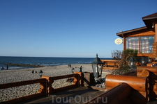 Отличный бар, с литовской кухней, в Зеленоградске, и почти у самого берега моря. Что может быть чудесней?! Кстати тут отлично готовят судака на гриле. ...