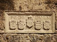 Стены, окружающие Ираклеон, были построены венецианцами в 1565 году. Они сохранились в первозданном виде, хотя и сдерживали осаду турков в течении 21