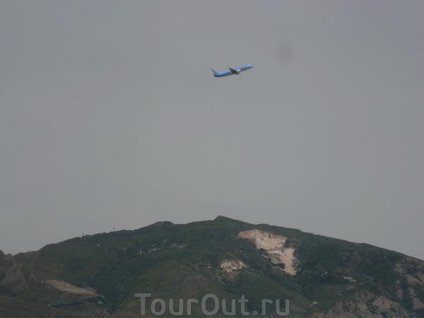 Самолеты часто видны. но они совсем не мешают.