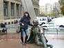 Скульптуры перед памятником знаменитого испанского художника Франсиско Гойя. Сарагоса родина Гойи.