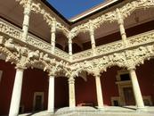Patio de los leones  - львиный дворик, поражает своей красотой.