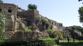 На развалинах первого века