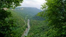 """Далее возвращаемся тем же путем,и пройдя водопад""""Сердце Руфабго"""" в сторону первого водопада,с левой стороны ввех будет уходить маркированная тропа под ..."""