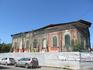 Где то в центре Рыбинска расположено и это руинированное здание