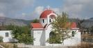 Один из многочисленных храмов на Крите - расположен прямо у дороги (фото из автобуса)