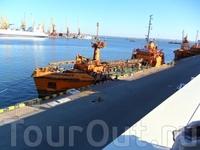 огромнейший порт..)