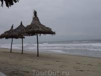 Хойан. пляж. в 4-х км от города.  Из всех пляжей что видела во Вьетнаме понравился этот и на острове Катба