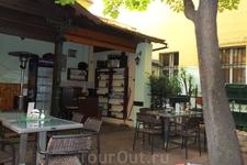 Ресторан U Pravdu в саду.