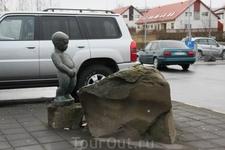 В городе много небольших скульптур - иногда весьма прикольные...