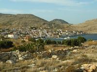 """Ну вот, мы вернулись в """"цивилизацию"""". Emborio – порт и основной населенный пункт острова."""