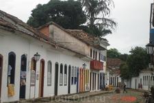 Парати Пастройки колониального перида: маленькие домики. церкви,и дрегие сооружения 18-19 вв.