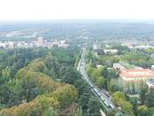 Слева - это кусочек парка Parque del Oeste, который тянется до самой реки и на противоположном его конце - знаменитый храм Дебод. Через дорогу - это университетский ...