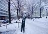 человек без лица (благодаря снегу, появилось лицо существа радостного)