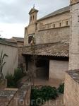 Толедо. Дом-музей Эль Греко. Внутренний дворик. На заднем плане видна синагога Успения Богоматери