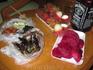 Наш первый тайский ужин в номере: рамбутаны, драконий фрукт, жареные скорпионы, гусеницы, жуки и кузнечики, а также шашлычок из чего-то непонятного :)