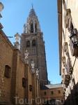 Улочка и башня Кафедрального Собора